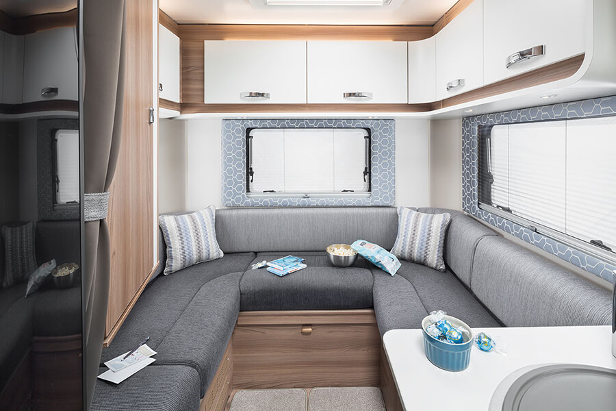 Escape 695 rear lounge